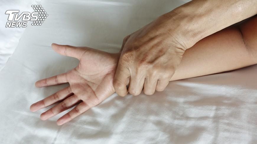 一名包商妻子向客戶請款,竟然收到床上去。(示意圖/TVBS) 包商妻請款收到床上去 還自拍性愛影片回味