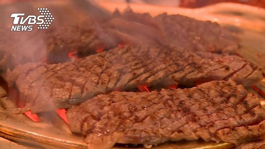南京一名30歲男子一星期至少吃5天燒烤,日前被檢查出罹患大腸癌末期,連開刀治療的機會都沒有了。(示意圖/TVBS) 一週吃5天燒烤 30歲男大腸癌末期